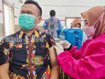 vaksinasi-covid-19-di-kampus-fkip-ulm-banjarmasin-provinsi-kalsel-senin-08032021.jpg