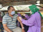 vaksinasi-covid-19-di-kawasan-pasar-sentra-antasari-banjarmasin11.jpg