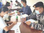 vaksinasi-di-balai-kesehatan-lanal-kotabaru-di-jalan-kri-yos-sudarso-desa-stagen-kalsel-05082021.jpg