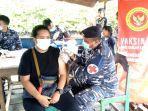 vaksinasi-di-desa-mekarpura-kabupaten-kotabaru-kalsel-selasa-26102021.jpg