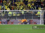 villarreal-vs-manchester-united-geronimo-rulli-david-de-gea-final-liga-eropa.jpg