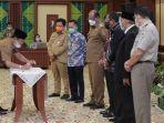 wabup-hst-mewakili-bupati-hst-menandatangani-komitmen-pencegahan-korupsi.jpg