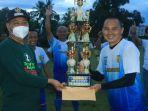 wakil-wali-kota-banjarbaru-wartono-se-menyerahkan-piala-di-event-trofeo-sang-juara-minggu-07032021.jpg