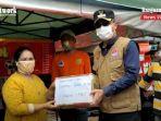 wali-kota-banjarbaru-darmawan-jaya-setiawan-bantuan-warga-terdampak-banjir-16012021.jpg