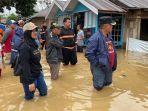 wali-kota-banjarbaru-h-nadjmi-adhani-meninjau-banjir.jpg