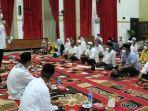 wali-kota-banjarbaru-m-aditya-mufti-ariffin-sampaikan-sambutan-pada-buka-puasa-kamis-22042021.jpg