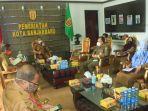 wali-kota-banjarbaru-memimpin-rapat-ppkm.jpg