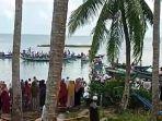 warga-antre-menyeberang-ke-pulau-datu-untuk-melayat-pemakaman-jahri-sabtu-155-siang.jpg
