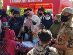warga-antusias-mendaftar-untuk-divaksin-di-kantor-desa-mekarsari-kamis-23_9-pagi.jpg