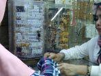 warga-banjarmasin-membeli-perhiasan-xuping_20180613_172141.jpg