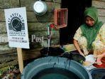 warga-cuci-piring-desa-sungai-seluang-kecamatan-kelumpang-utara-kotabaru-minggu-3082020.jpg