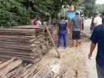 warga-desa-baru-kecamatan-batubenawa-gotong-royong.jpg