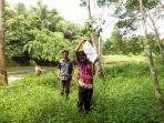 warga-desa-baru-kecamatan-batubenawa-hulu-sungai-tengah-mengangkut-batubara_20180201_182042.jpg