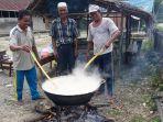 warga-desa-simbar-memasak-bubur-asyura_20180920_135437.jpg