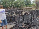 warga-memandangi-sisa-rumah-yang-terbakar.jpg