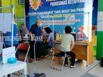 warga-menunggu-divaksin-di-puskesmas-ketapang-1-sampit-kabupaten-kotim-rabu-02062021.jpg