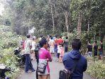 warga-saat-membantu-korban-yang-terjatuh-akibat-pohon-tumbang_20180704_224847.jpg