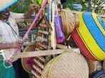 warga-sragen-jajakan-kerajinan-rotan-dan-bambu-di-kandangan-kabupaten-hss.jpg
