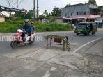 warga-telah-menambal-oprit-jembatan-bincau-martapura-kabupaten-banjar-kalsel-02032021.jpg