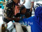 warga-yang-terserang-penyakit-berobat-ke-posko-kesehatan-di-lokasi-banjir_20180502_210853.jpg