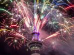 warna-warni-kembang-api-menerangi-sky-tower-ayckland-selandia-baru_20170101_070827.jpg