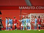 wasit-inggris-chris-kavanagh-manchester-united-dan-manchester-city-old-trafford.jpg