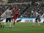 winger-liverpool-mohamed-salah-mencetak-gol_0.jpg