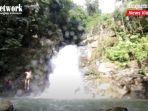 wisata-kalsel-pengunjung-terjun-ke-kolam-di-bawah-air-terjun-tumaung-kabupaten-hst-31082021.jpg
