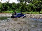 wisata-kalsel-perjalanan-melewati-sungai-berbatu-menuju-air-terjun-ayakan-baras-kabupaten-hst.jpg