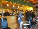 wisatawan-mengujungi-pameran-kopi-meratus-di-samping-pintu-masuk-taman-wisata-pagat.jpg