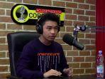 youtuber-fiki-naki-di-podcast-close-the-door-buatan-deddy-corbuzier.jpg