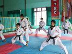 yusfiansyah-melakukan-latihan-di-dojo-yusfi-karate-club.jpg