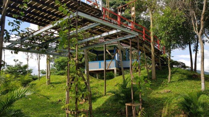 Bawah jembatan Taman Permana Pelaihari Wisata Kalsel di Kabupaten Tanahlaut.