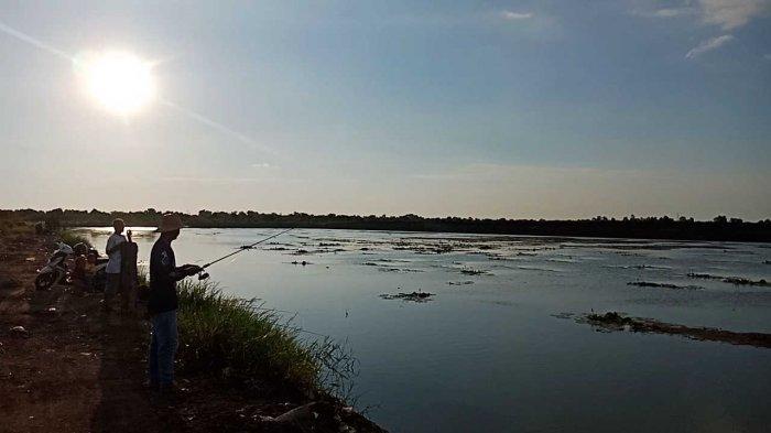 Embung Lokudat Banjarbaru Wisata Kalsel di Kelurahan Guntung Payung Kecamatan Landasan Ulin salah satu spot mancing favorit warga.