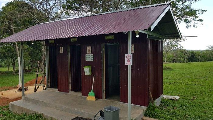 Fasilitas toilet di Taman Permana Pelaihari, Wisata Kalsel di Kabupaten Tanahlaut.