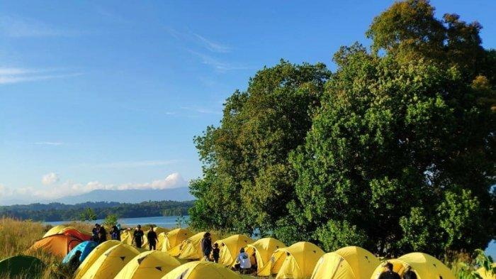 Jadi Fun Camping Lihat Sunset dan Sunrise dari Wisata Kalsel Bukit Batu kawasan Riam Kanan Kecamatan Aranio Kabupaten Banjar.