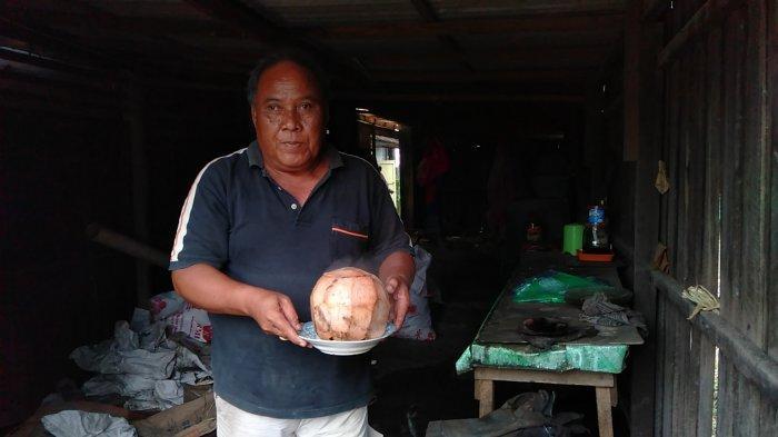 Kuliner Kalsel,  Nikmatnya Kuliner Kelapa Bakar di Warung Kelapa Bakar milik Pakde Iskandar