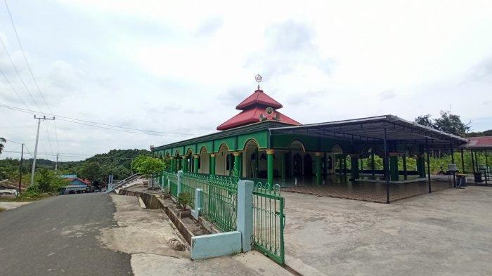 Wisata Kalsel, Nama Soeharto, Presiden RI Kedua Tertera di Prasasti Masjid Yampi