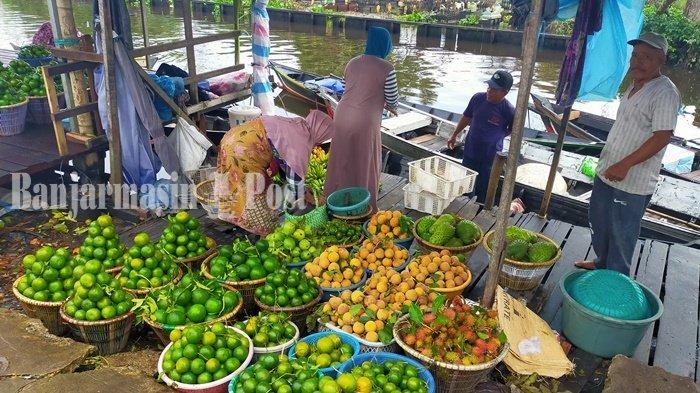 Pembeli Buah-buahan Sungai Lulut Wisatawan Jakarta dan Jawa