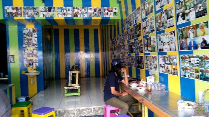 Pecinta Abah Guru, Dinding Warung Serabi Vikri Dipenuhi Foto Para Ulama