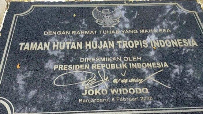 Taman Hutan Hujan Tropis Indonesia di area Perkantoran Pemprop Kalsel yang diresmikan Presiden Joko Widodo pada Februari 2020
