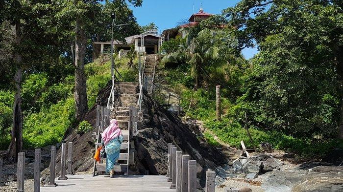 Wisata Kalsel Pulau Datu di Kabupaten Tanahlaut, Panorama Alam Pulau Jadi Spot Swafoto Menawan - wisata-kalsel-dermaga-menuju-puncak-pulau-datu-desa-tanjungdewa-panyipatan-kabupaten-tanahlaut.jpg