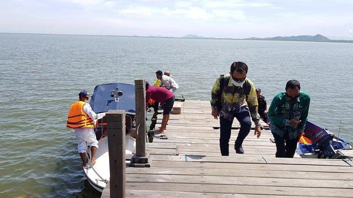 Wisata Kalsel Pulau Datu di Kabupaten Tanahlaut, Tiap Hari Ada Kelotok Penyeberangan, Ini Tarifnya - wisata-kalsel-dermaga-pulau-datu-desa-tanjungdewa-kecamatan-panyipatan-kabupaten-tanahlaut.jpg