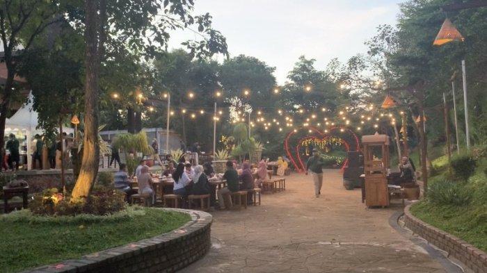 Wisata Kalsel Kampung Senja Amanah Borneo Park Banjarbaru, Serasa Berbuka Puasa di Perkampungan