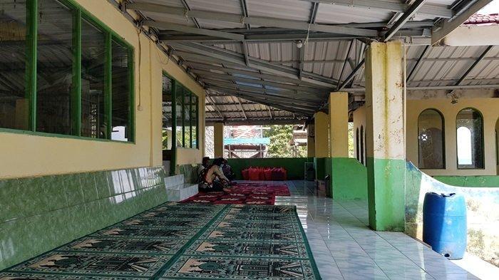 Wisata Kalsel Pulau Datu di Kabupaten Tanahlaut, Rombongan Peziarah Ada Nginap Hingga Beberapa Hari - wisata-kalsel-kubah-makam-datu-pamulutan-di-pulau-datu-desa-tanjungdewa-panyipatan-tanahlaut.jpg