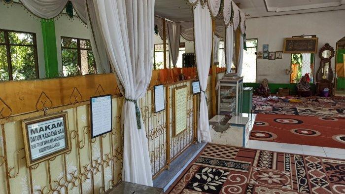 Wisata Kalsel, Makam Datu Kandang Haji di Kabupaten Balangan Setiap Hari Dikunjungi Peziarah - wisata-kalsel-makam-datu-kandang-haji-di-balangan-berukuran-panjang-11-meter-dan-lebar-4-meter.jpg