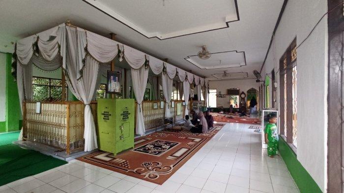 Wisata Kalsel, Makam Datu Kandang Haji di Kabupaten Balangan Setiap Hari Dikunjungi Peziarah - wisata-kalsel-makam-datu-kandang-haji-di-kabupaten-balangan.jpg