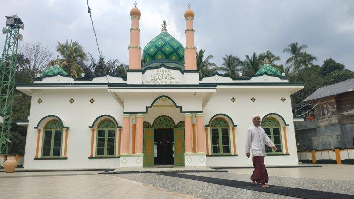 Wisata Kalsel, Syiar Islam Datu Kandang Haji di Balangan Abad 17, Tinggalkan Benda Pusaka Bersejarah - wisata-kalsel-masjid-jannatul-mawa-satu-dari-3-masjid-peninggalan-datu-kandang-haji-di-balangan.jpg