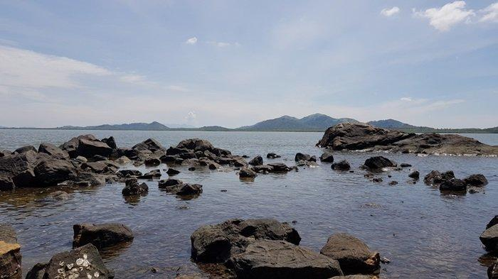Wisata Kalsel Pulau Datu di Kabupaten Tanahlaut, Panorama Alam Pulau Jadi Spot Swafoto Menawan - wisata-kalsel-pemandangan-sekitar-dermaga-pulau-datu-di-kabupaten-tanahlaut.jpg