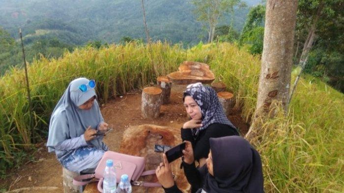 Wisata Kalsel Puncak Titian Musang di Hantakan HST, Kemping Lebih Asyik Mengintai Momen Sunrise - wisata-kalsel-puncak-titian-musang-desa-patikalain-hantakan-kabupaten-hst-kalsel-02.jpg